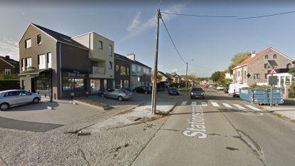 Vrouw (83) in ziekenhuis overleden na lichte aanrijding in de Stationsstraat