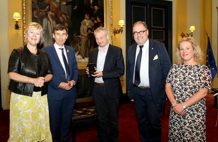 Professor Bart Maddens kreeg Orde van de Vlaamse Leeuw in Aalst