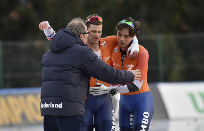 4f90e1b51f7 Coach Jac Orie, Sven Kramer en Patrick Roest na de 10.000 meter tijdens de  Europese