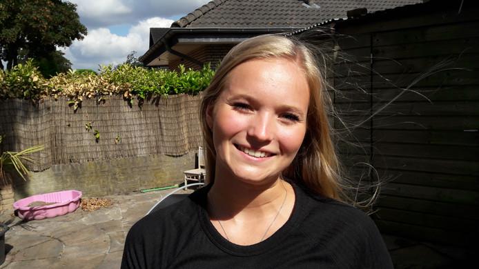 Jana Kersten voert actie voor een familie op het door aardbevingen geteisterde Lombok.  Foto DG