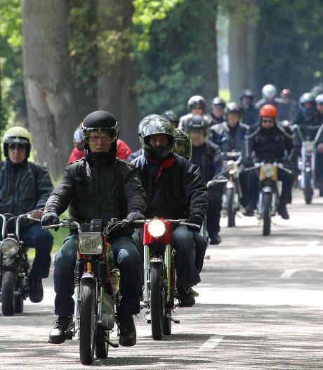 450 brommers klaar voor Elfstedentoertocht door Twente