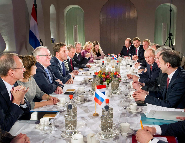In 2013 vierden Nederland en Rusland hun al vier eeuwen lange relatie met onder meer dit officiële diner in Amsterdam. Beeld Reuters