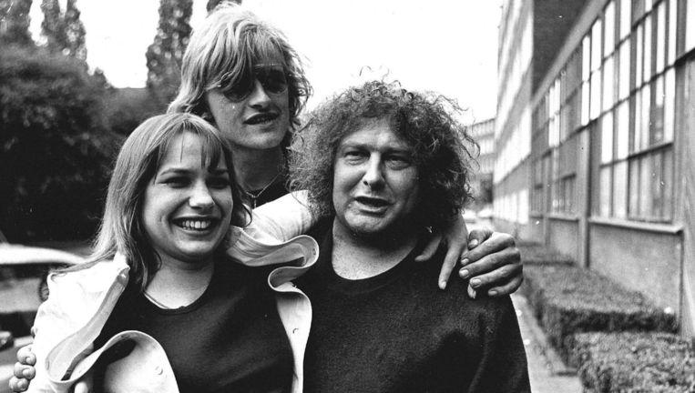 Jan Wolkers met Monique van de Ven en Rutger Hauer in 1972. Beeld ANP