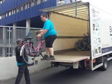 'Schrap die plastic touwtjes om fietsen bij NS-station in Nijmegen'