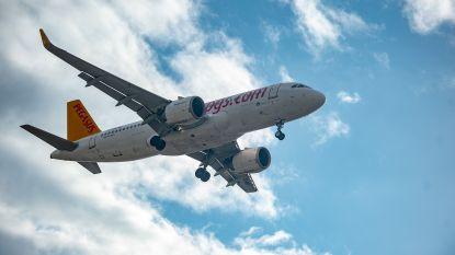 Vliegtuig geëvacueerd op luchthaven van Düsseldorf nadat wiel vlam vat