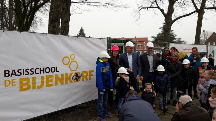 Feest rond de toekomstige basisschool De Bijenkorf in Wageningen