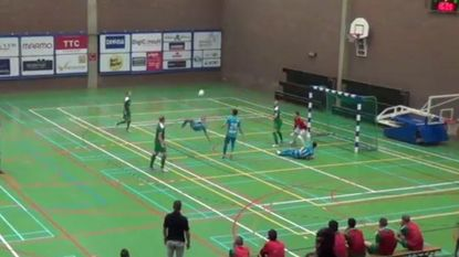 Futsalkampioen haalt (alwéér) verwoestend uit, met deze klassegoal als kers op de taart