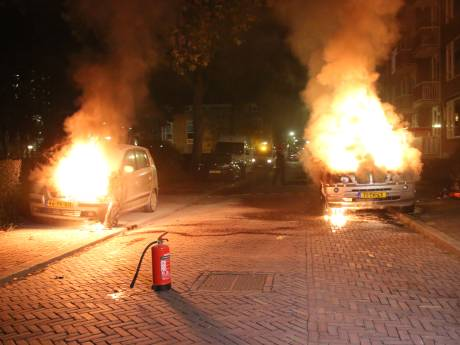 Politie: Auto's in Delft in brand gestoken