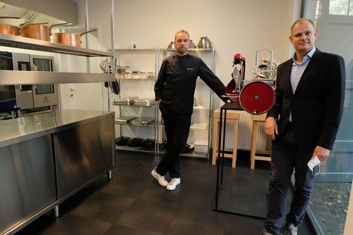 Erik Ebben en Dieter Bilsen in de keuken van de Salons Van Dijck.