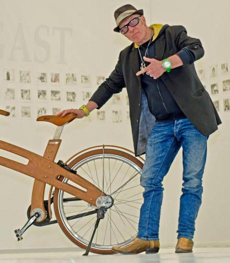 Gestolen, houten fiets René Bom verschijnt op Poolse marktplaats