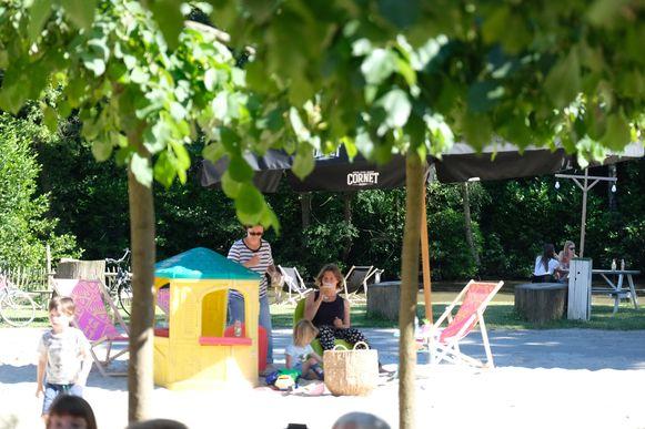 De nieuwe zomerbar van Kontich: BarBaar.
