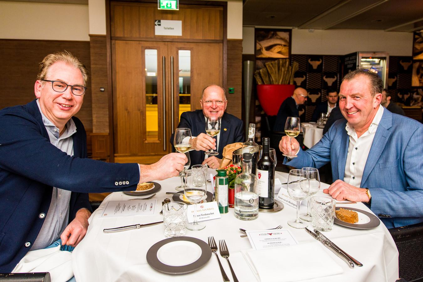 Willy van de Kerkhof in de businessclub van PSV, waar hij 'de tafel van Willy' leidt.