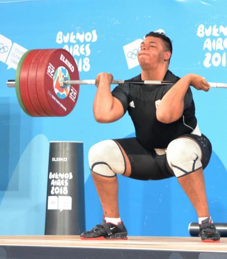 Brons voor Nijmeegse gewichtheffer Enzo Kuworge (19)