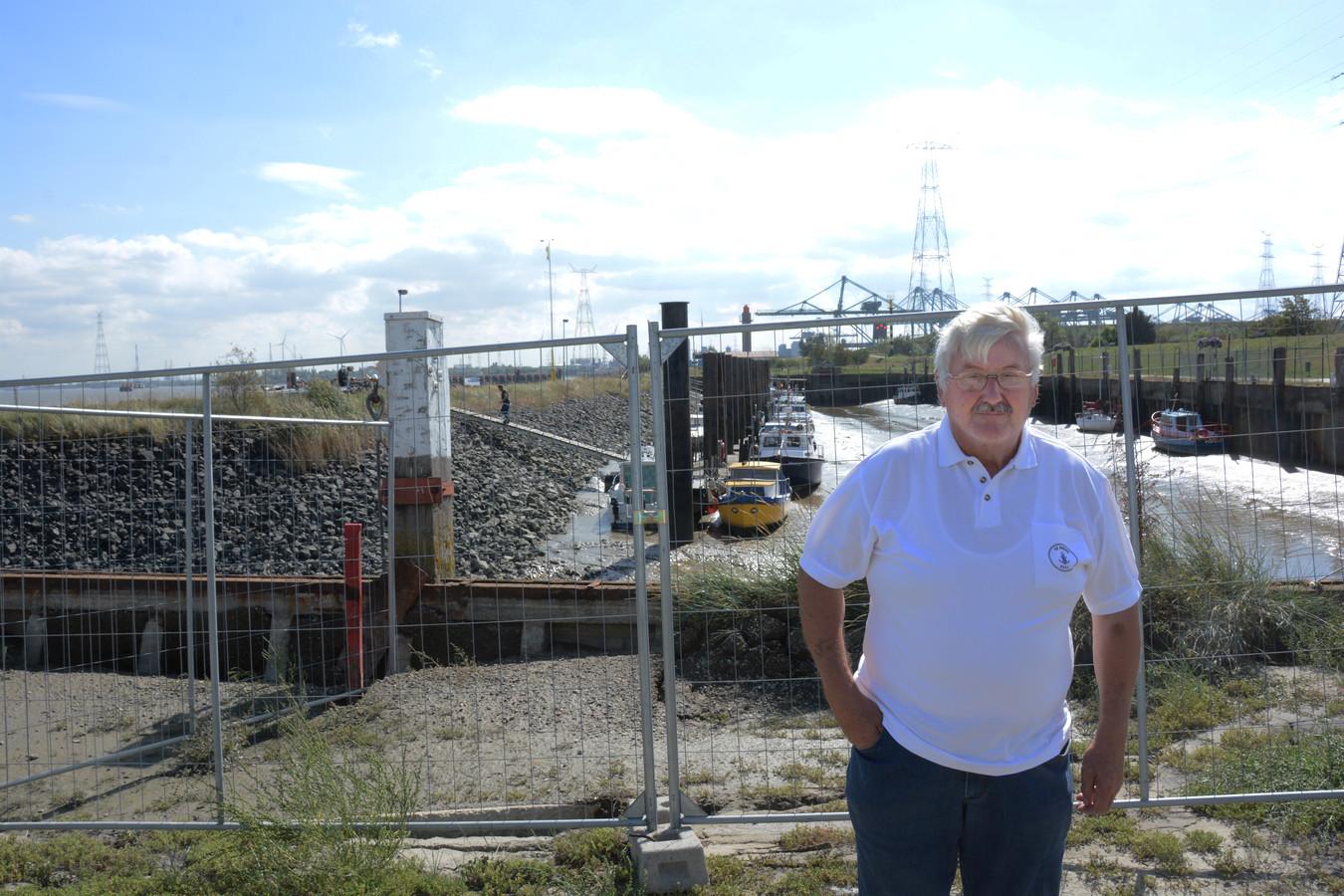 Havenmeester Paul De Belie bij de verzakking aan de kaaimuur van de jachthaven in Doel.