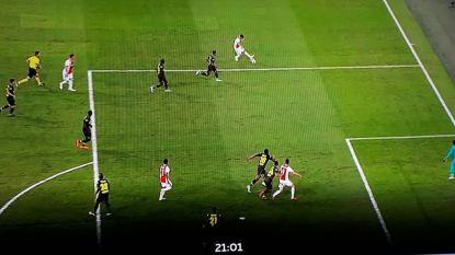 Had de openingstreffer van Ajax wel goedgekeurd mogen worden?