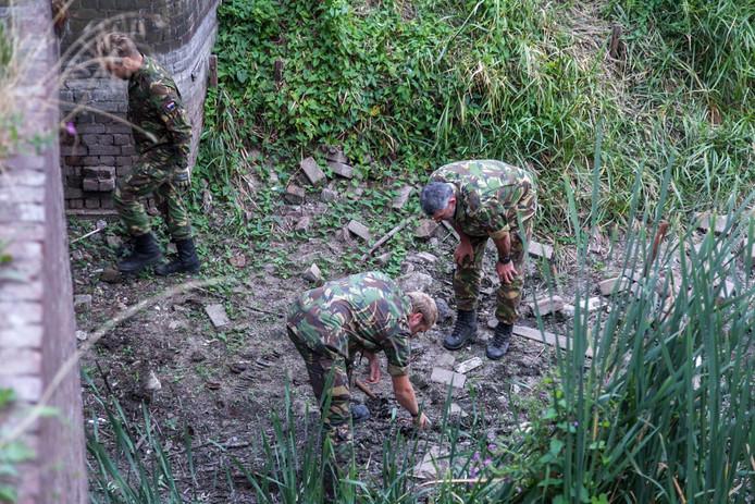 De munitie lag op de bodem van een drooggevallen kanovijver.