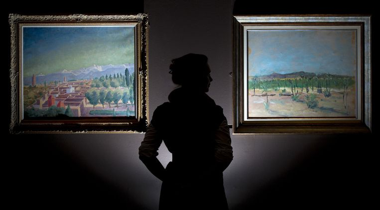 'Marrakech and the Atlas Mountains' (Links) geschilderd door Winston Churchill. Beeld anp