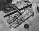 Opgravingen bij 's-Gravenhof in 1946, gezien vanuit de Walburgiskerk.