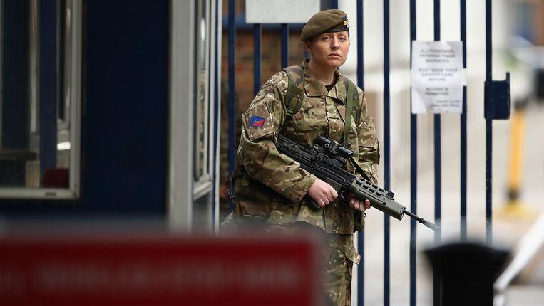 De veiligheid is opgevoerd bij de barakken in Woolwich, vlakbij de plek waar de militair is vermoord. Beeld getty