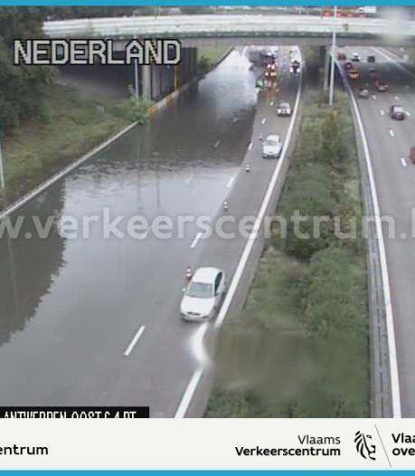 Weg rondom Antwerpen vanuit richting Breda niet meer onder water door hevige regenval