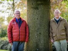 Geert (87) en Ad (88) zijn uitgezongen bij het Christelijk Mannenkoor Hengelo: 'Zingen doen we alleen nog in de badkamer'