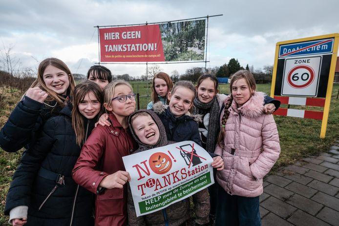Protest tegen het tankstation.