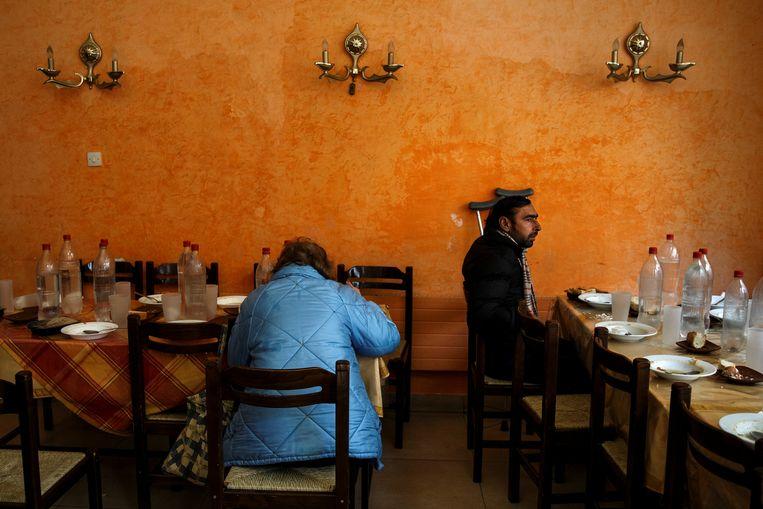 Een gaarkeuken in Athene. De werkloosheid in Griekenland staat nog steeds op een astronomische 23 procent. Beeld REUTERS