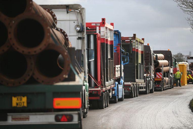 Bij het terugdringen van de wateroverlast krijgen de Britten hulp van megapompen van de Nederlandse leverancier Van Heck uit Noordwolde. De machines van liefst 17 ton per stuk worden ingezet. Beeld getty