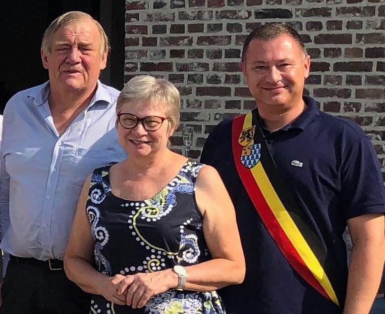 Gewezen schepen Mil Nagels samen met adjunct algemeen directeur Nicole Debecker en burgemeester Peter Reekmans.