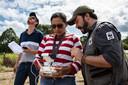 Met geld van Nederlandse donors zijn WWF/WNF parkrangers en dorpsbewoners in Bolivia en Paraguay uitgerust met drones om bosbranden sneller te kunnen detecteren. Deze foto toont een soortgelijk initiatief in Brazilië.