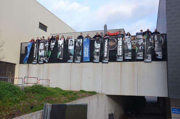 De banners brachten 4.000 euro op voor het goede doel.