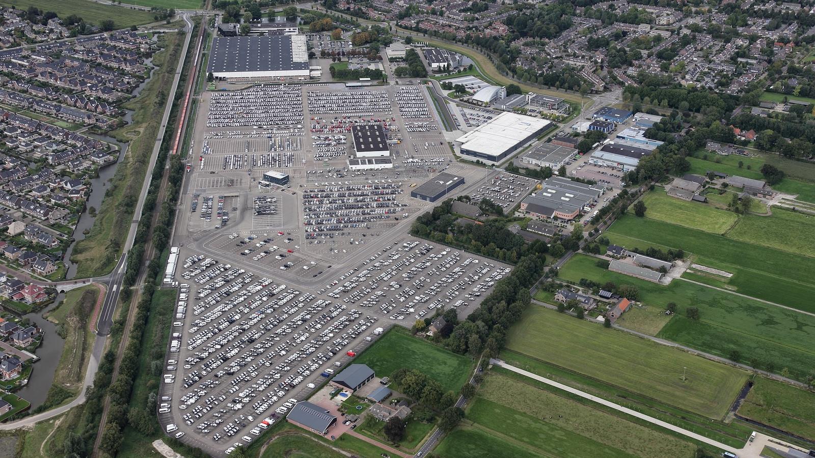 Luchtfoto van bedrijventerrein Pon in Leusden.