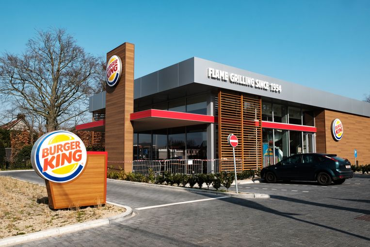 Zandhoven in lockdown vanwege de coronamaatregelen. Fastfoodrestaurant Burger King.