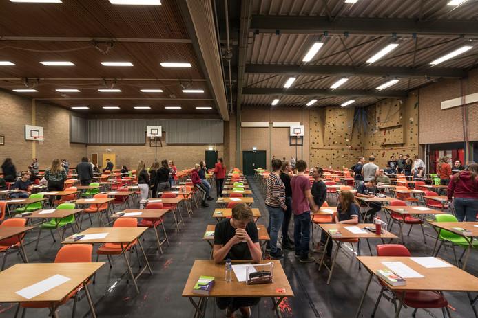Op het  Rythovius in Eersel is de gymzaal de komende weken examenzaal.