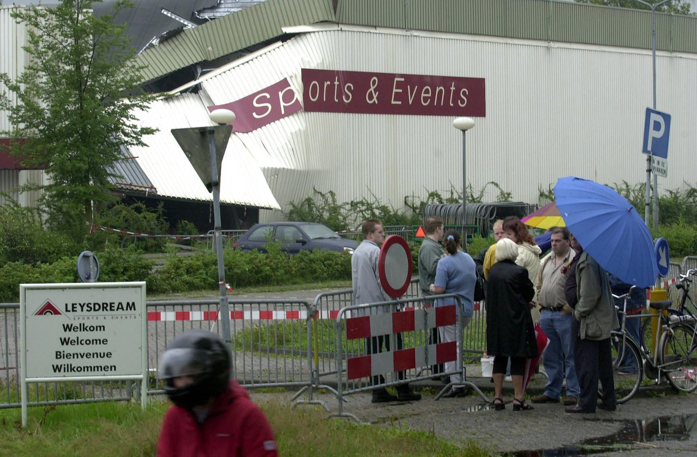 Sportcentrum Leysdream stortte in door de enorme watermassa op het dak.