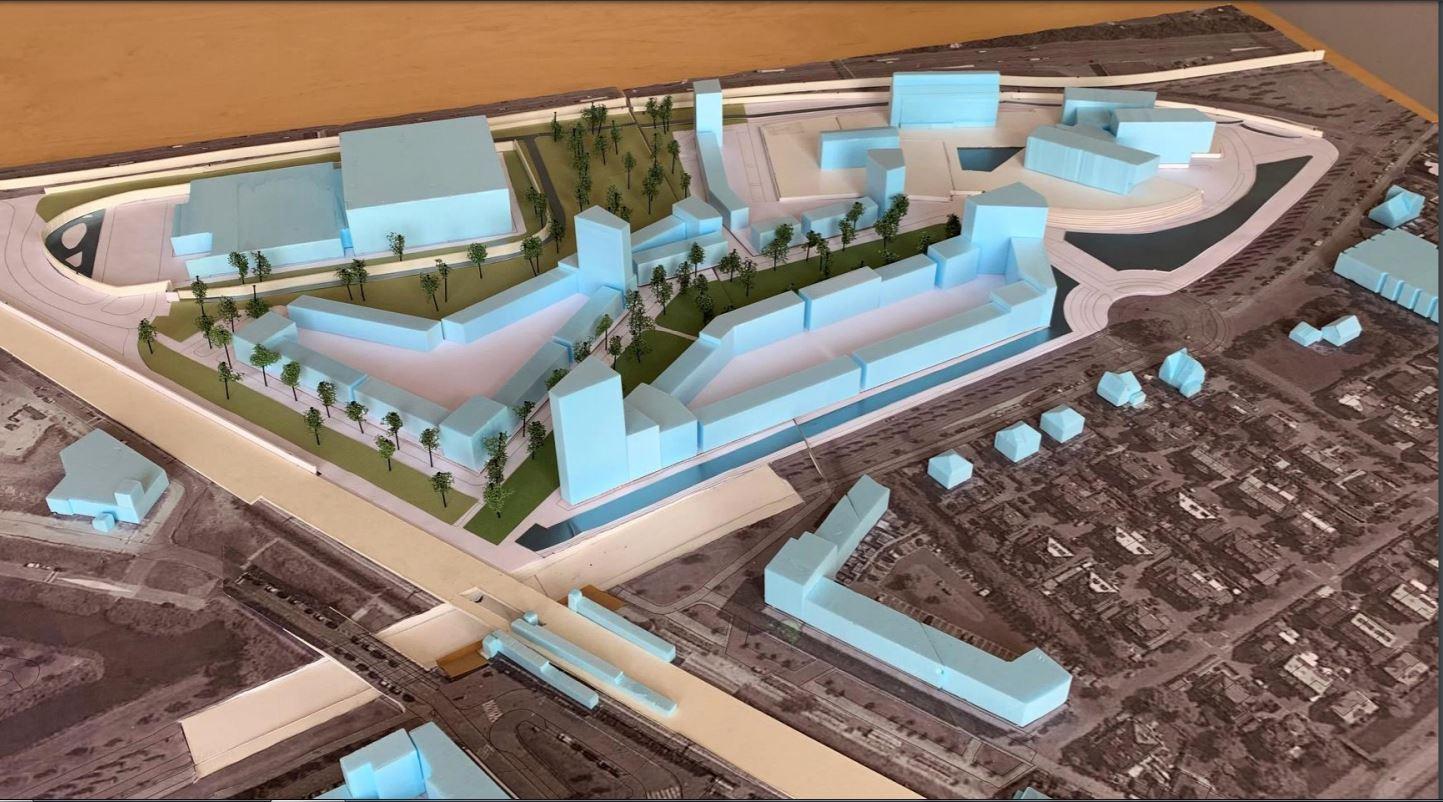 Maquette van het nieuwe wijkdeel Podium met onderaan station Vathorst, bovenaan de snelweg A28 en rechtsboven de kantoren van Stater en Volker Wessels
