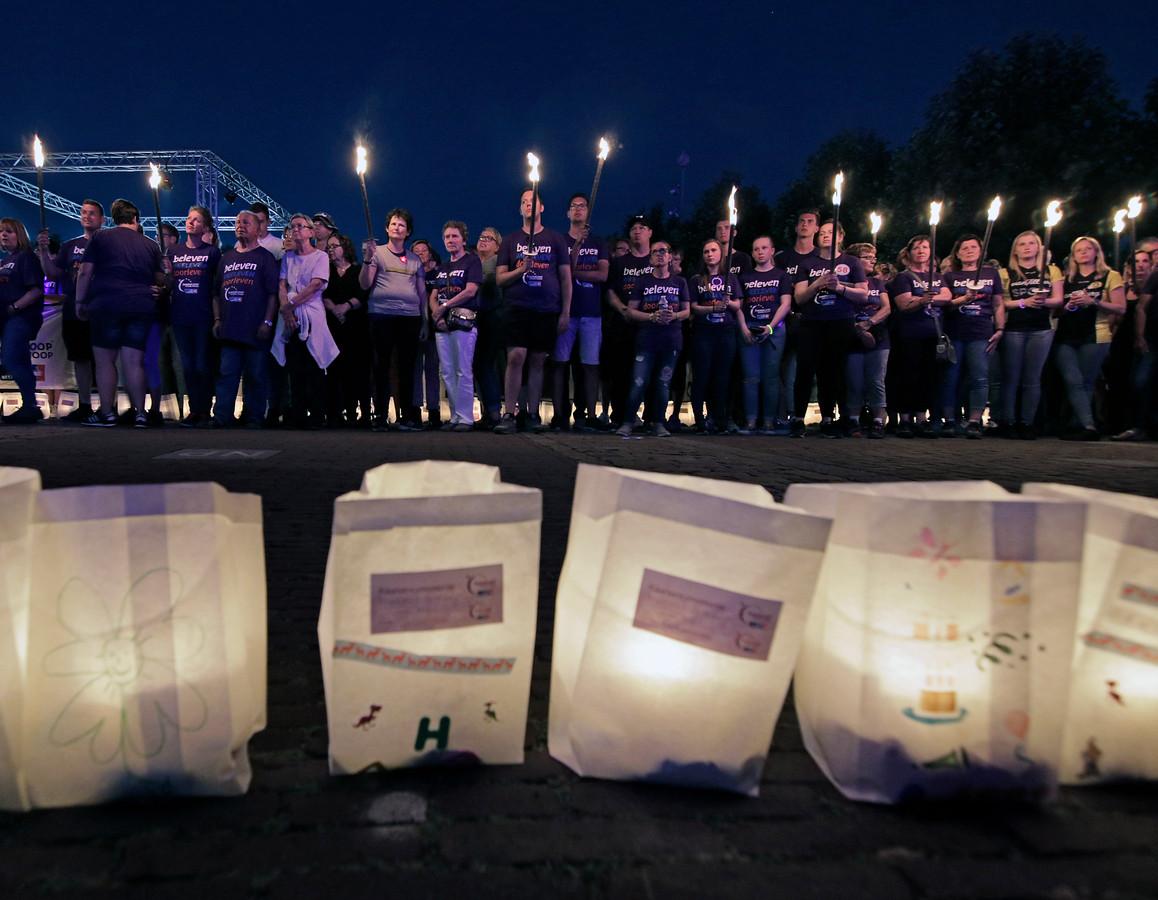 De kaarsenceremonie, een van de meeste indrukweekende momenten tijdens elke SamenLoop voor Hoop.