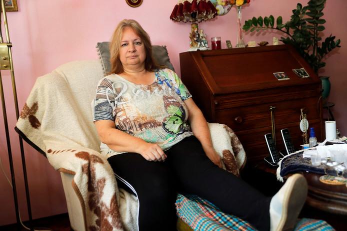 Carol van de Hoeven moet nog twee maal per week naar de fysiotherapeut. Haar 85-jarige vader neemt het voor haar op en vindt dat EBS over de brug moet komen.