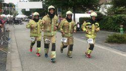 Lennikse brandweermannen lopen acht kilometer in interventiekledij om overleden collega's te eren