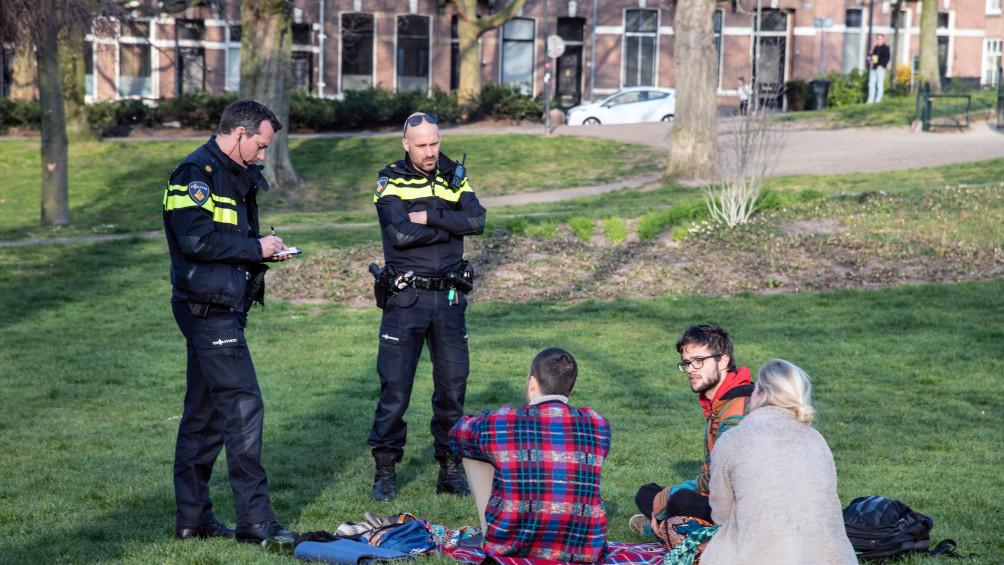 Toch weer samenscholingen in Gelderland, vijf 'coronaboetes' in Arnhem