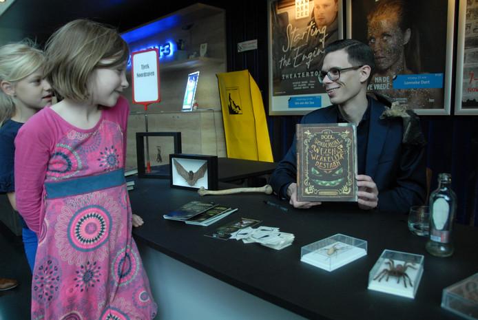 Tjerk Noordraven, een kinderhorrorschrijver zoals je ze niet vaak tegenkomt, toont zijn nieuwste boek