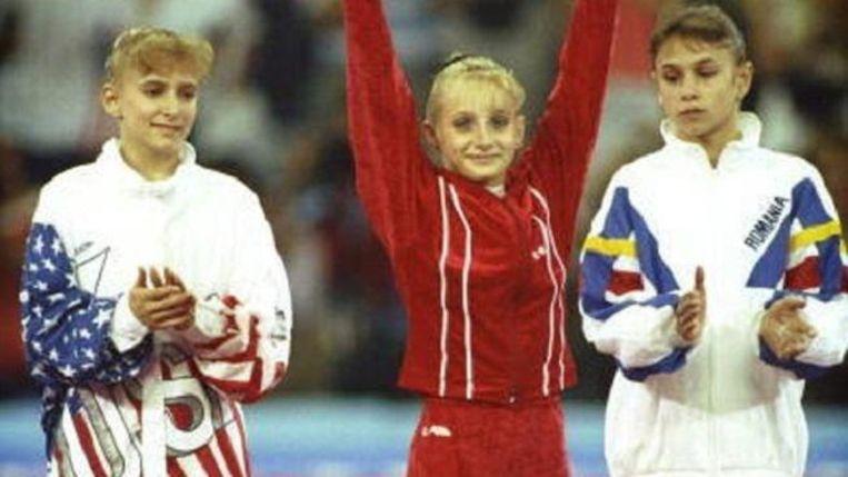 Van l naar r: Shannon Miller, Tatiana Gutsu en Lavinia Miloscovici op het olympische all-round turnpodium van Barcelona 1992.