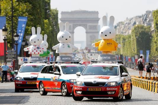 Bij de Tour in 2015 reden enkele nijntje-autos mee in de reclamekaravaan
