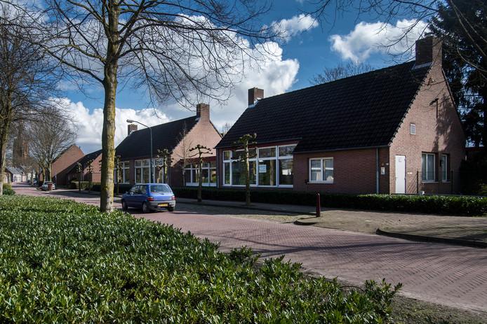 Hof Zuiderbeek komt op de locatie van de oude school aan de Koestraat 69