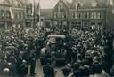 De bevrijders werden feestelijk onthaald op 8 mei 1945 op de Dam in Ameide.
