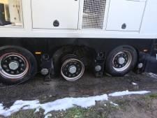 Varkens komen met de schrik vrij nadat vrachtwagen in brand vliegt in Lierop