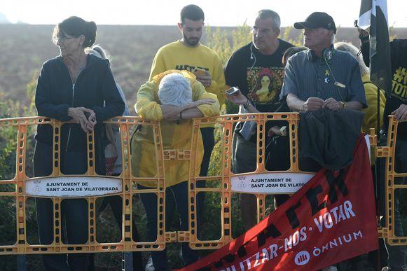 Verslagenheid aan de gevangenis waar de Catalanen opgesloten zitten.