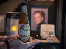 Flesjes Luuk's Tripel, voor bij verkeersongeluk omgekomen Luuk (18), staan klaar