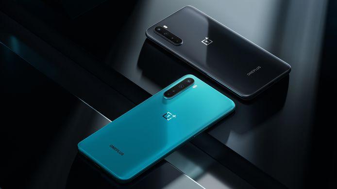 De OnePlus Nord in beide kleuruitvoeringen.