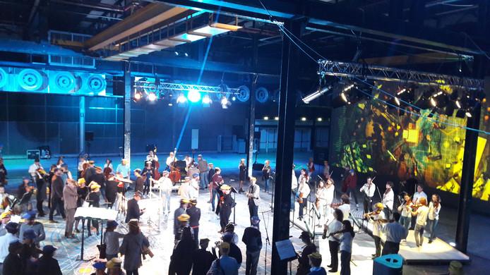 Het Klokgebouw in Eindhoven tijdens de uitvoering van i Classics door Philharmonie Zuidnederland.